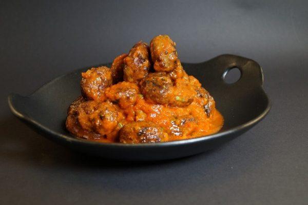 Kjøttboller med spicy tomatsaus