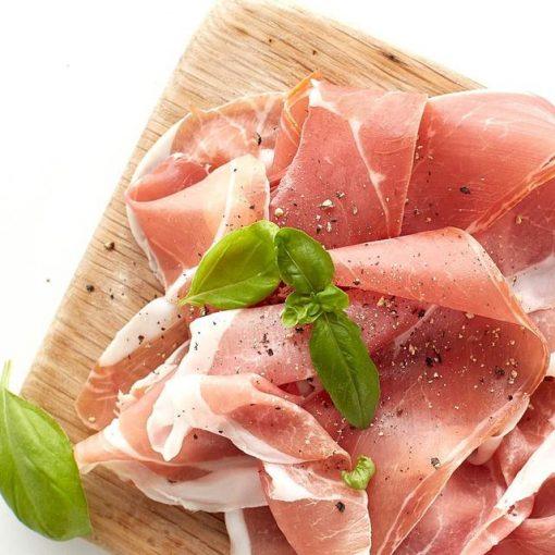 Coppa de Parma med parmesan, løk- og skogsoppsalat