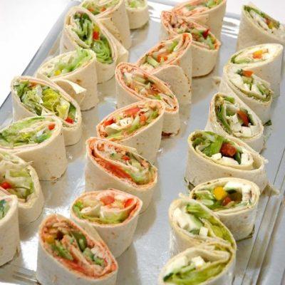 Miniwraps med kylling, vårløk, koriander og hoisin