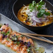 Asiatisk mat og sushi